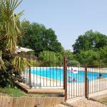 Hotel Pictures: Village de Gîtes Le Châtenet, Thonac