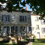 Hotel Pictures: Chambres d'Hôtes Côté Parc-Côté Jardin, Nevers