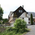 Hotel Pictures: Qualys-Hotel Auberge De La Petite Ferme, Besse-et-Saint-Anastaise