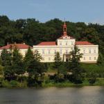 Hotel Pictures: Penzion Zámek Rozsochatec, Rozsochatec