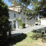 Hotel Pictures: Les 2 Madeleine, Saint-Saturnin-du-Bois