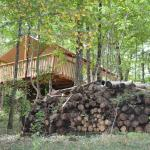 Hotel Pictures: Camping Glamping Terre Rouge, Villecomtal