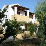 Socrates Studios & Apartments, Acharavi