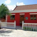 Red Cunucu Villa With Pool,  Noord