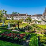 Hotel Pictures: Crown Mansion Boutique Hotel & Villas, Qualicum Beach