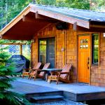 Hotel Pictures: Handsome Dan's Wild Coast Guest Cottages, Port Renfrew