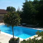 Hotel Pictures: Logis Hotel La Grange Du Relais, Colombey-les-deux-Églises