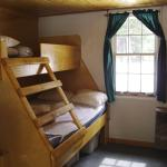 Hotel Pictures: HI-Mosquito Creek Hostel, Lake Louise