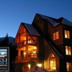 Lush Mountain Accommodations,  Golden
