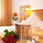 Hotel Pictures: Hotel Hirsch mit Café Klösterle, Enzklösterle