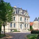 Hotel Pictures: Château de la Rolandière, Trogues