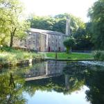 Hotel Pictures: Hewenden Mill Holiday Homes, Haworth
