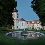 Hotel Pictures: Chateau Loucen Garden Retreat, Loučeň