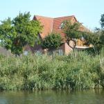 Hotel Pictures: Blick auf Vilm Neuendorf, Putbus
