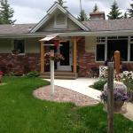 Hotel Pictures: Hilltop Ranch Bed & Breakfast, Priddis