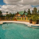 Hotel Pictures: Grand chalet en bois rond, Baie-Saint-Paul