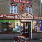 Hotel Pictures: Hôtel Duguesclin, La Haye-Pesnel