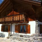 Hotel Pictures: Chalet Xenia, Crans-Montana