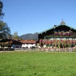 Hotel Pictures: Familien-Bauernhof-Berghammer, Rottach-Egern