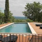 Hotel Pictures: Chateau Perreal, Saint-Saturnin-d'Apt