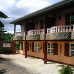 Hotel Pictures: Dominica's Sea View Apartments, Calibishie