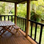 酒店图片: Lake Eacham Tourist Park & Cabins, Lake Eacham