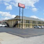 Delux Inn Tulsa,  Tulsa