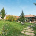 Hotel Pictures: Logis Hostellerie Domaine De La Reynaude, Aurons
