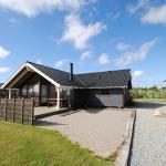 Hotel Pictures: Holiday home Kornblomstvænget B- 2422, Falen