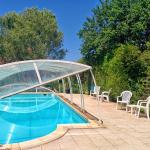 Hotel Pictures: Holiday home Savigvac-Lédrier 77 with Outdoor Swimmingpool, Chaud