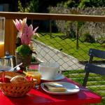 Hotel Pictures: Les Chambres d'hôtes Oze, La Chaize-Giraud