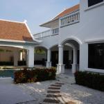 4 Bedroom Villa in Pattaya Beachfront, Na Jomtien