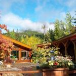 Hotel Pictures: Kapristo Lodge, Golden