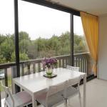 Hotel Pictures: Apartment Les Balcons de la Mer, Villers-sur-Mer