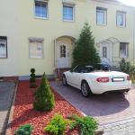 """Hotel Pictures: Appartementhaus """"Regina"""", Merseburg"""