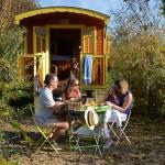 Hotel Pictures: Les Roulottes & Cottages du Moulin, Chenillé-Changé