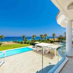 Hotel Pictures: Villa Sea Breeze, Paralimni