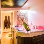 Hotel Pictures: Le Clos De Camargue, Gallician