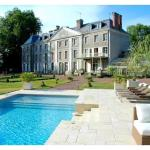 Hotel Pictures: Villa in Maine Et Loire II, Nuaillé