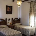 Hotel Pictures: Hostal Sierra Tortola, Hinojales