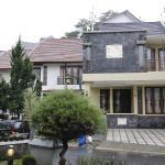 De Reiz Villa Pakar Syariah,  Bandung