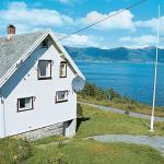 Four-Bedroom Holiday home in Stadlandet 1, Hundsnes