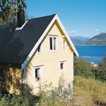 Four-Bedroom Holiday home in Stadlandet 2, Hundsnes