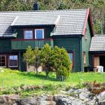 Five-Bedroom Holiday home in Bøvågen 3,  Marøy