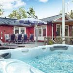 Three-Bedroom Holiday home in Hallstavik,  Grisslehamn