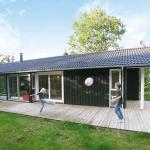 Hotel Pictures: Four-Bedroom Holiday home in Strøby, Strøby Ladeplads