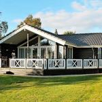 Hotel Pictures: Three-Bedroom Holiday home in Rude, Rude