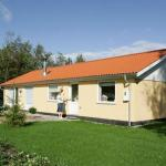 Hotel Pictures: Three-Bedroom Holiday home in Storvorde 7, Storvorde