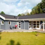 Hotel Pictures: Four-Bedroom Holiday home in Stege 1, Stege