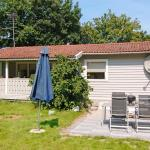Hotel Pictures: Three-Bedroom Holiday home in Glesborg 16, Fjellerup